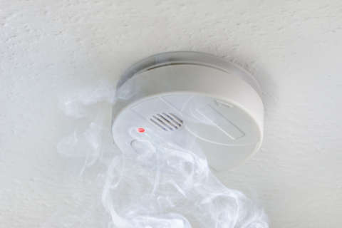 Smoke alarms 'paramount' during cold snap, free units offered