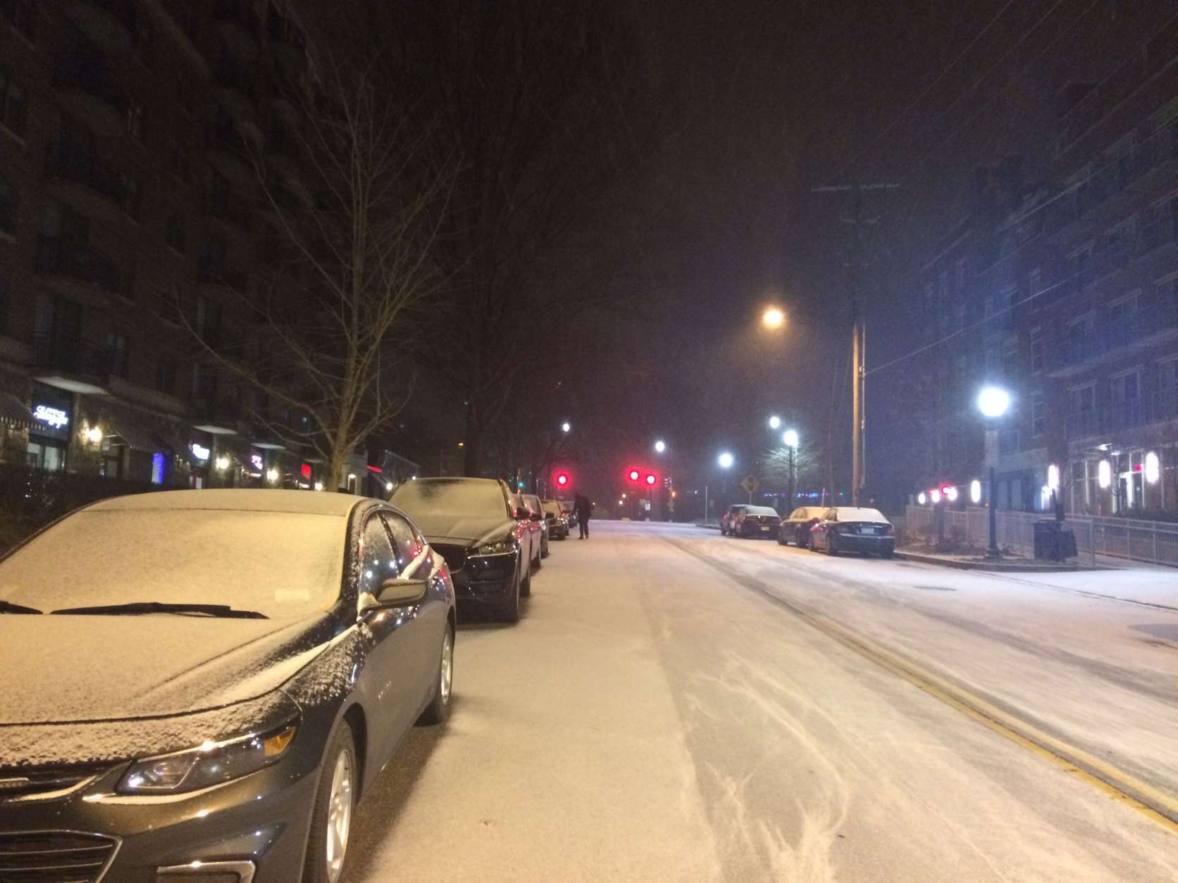 Snow falls in Northwest D.C. on Saturday, Dec. 30, 2017, following one of the the coldest days of year. (WTOP/Abigail Constantino)