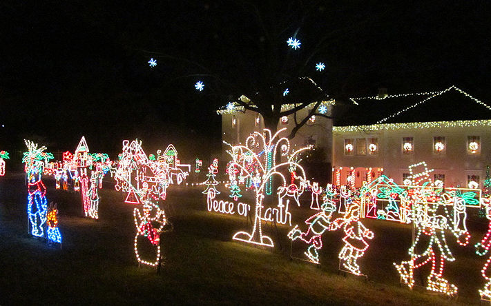 This Lorton, Virginia, home has a large display of lighted wire-frames. (Courtesy Holly Zell)