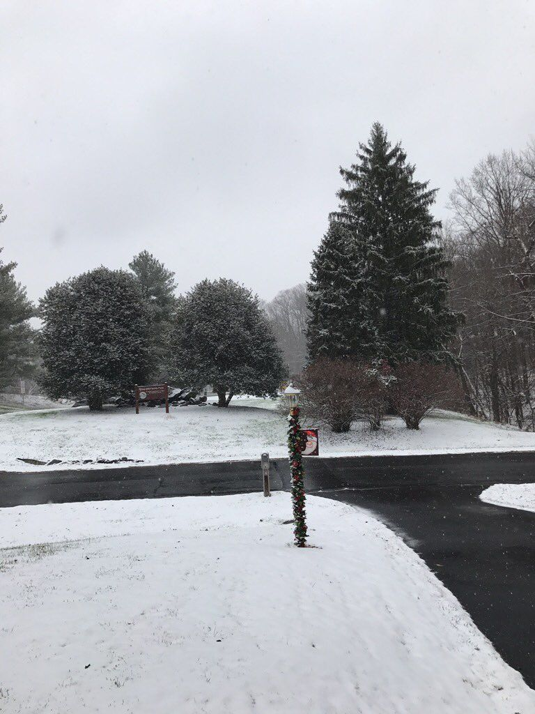 Twitter user @Wh1pper photographed the snow in Olney, Maryland at around 11 a.m. Saturday. (Courtesy Twitter/@Wh1pper)