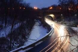 Slick roads and snowy terrain along Rock Creek Parkway near Dumbarton Bridge. (WTOP/Dave Dildine)