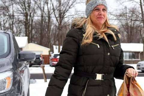 Mom organizes free lunches for more than 200 kids when schools close amid freezing temperatures