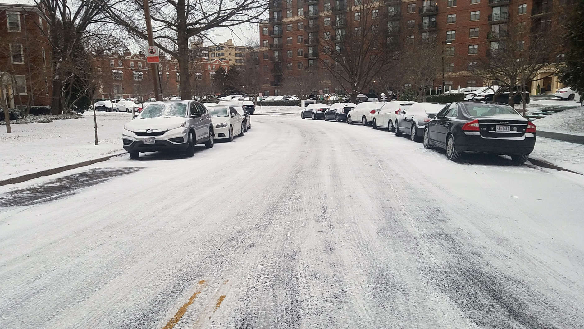Side roads in Northwest D.C. are slick Wednesday morning. (WTOP/William Vitka)