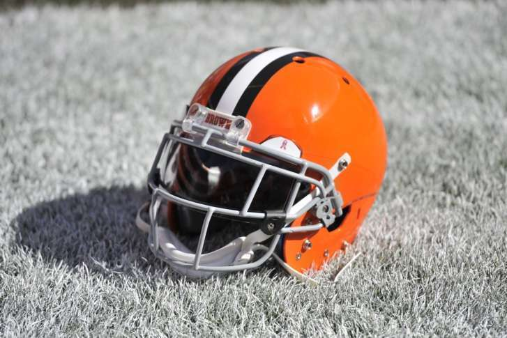 Browns fans hold parade marking winless season