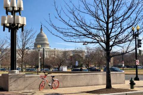 DC police to residents: Don't dial 911 when seeing bikeshare users