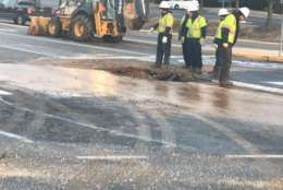 <p>Utility crews work on a broken water main in Fairfax County, Virginia. (WTOP/Michael O'Connell)</p>