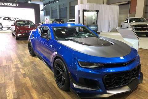 Auto show gives car shoppers unique chance to kick tires