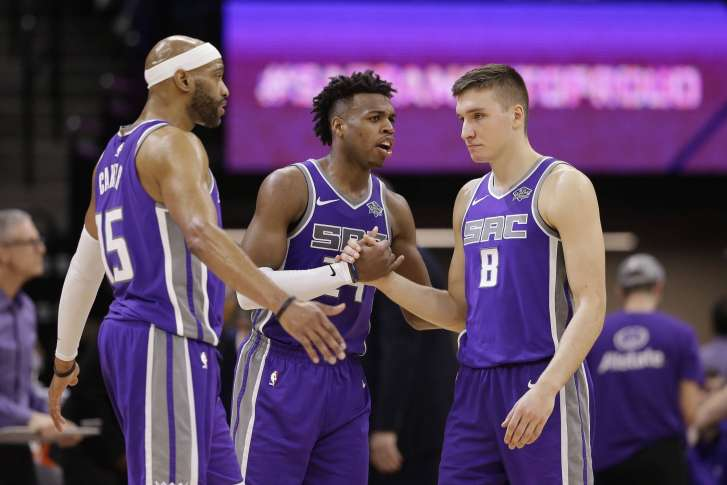 16b522450 Carter has big fourth quarter to lead Kings past Nuggets