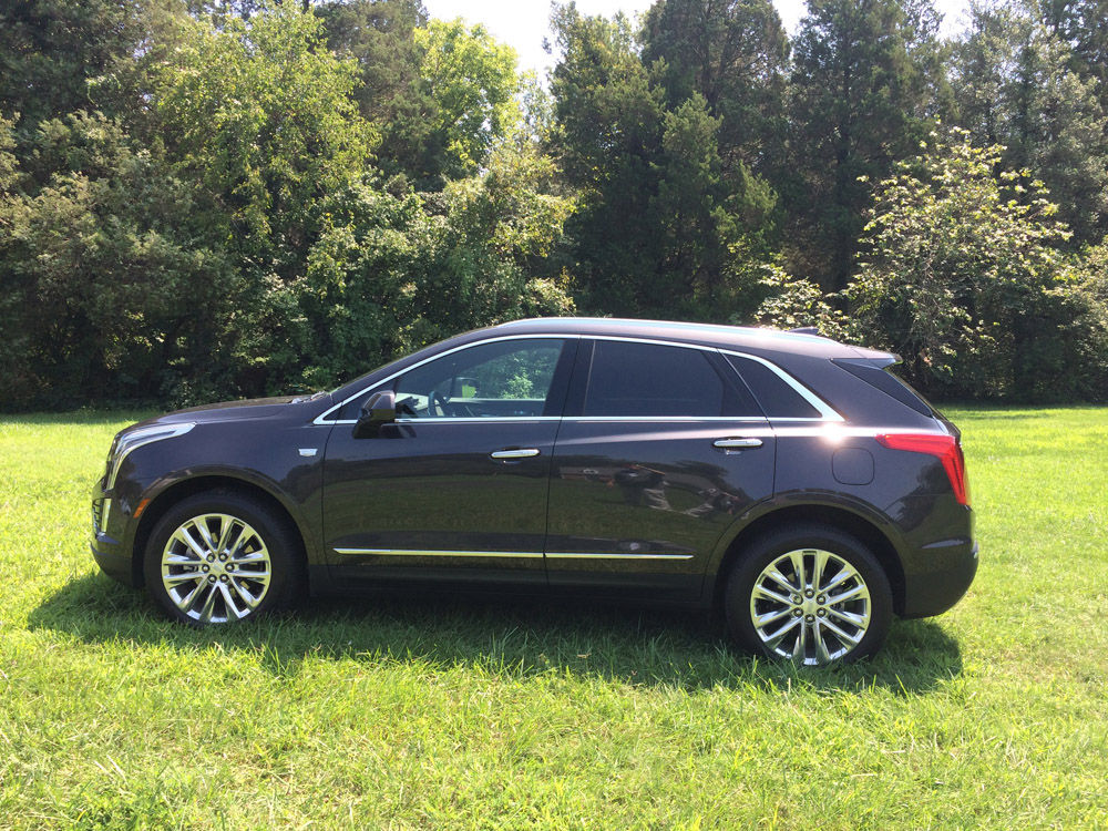 The XT5 drives smoothly even with the large 20 inch wheels, easily taking what the mean streets around here have to offer. (WTOP/Mike Parris)