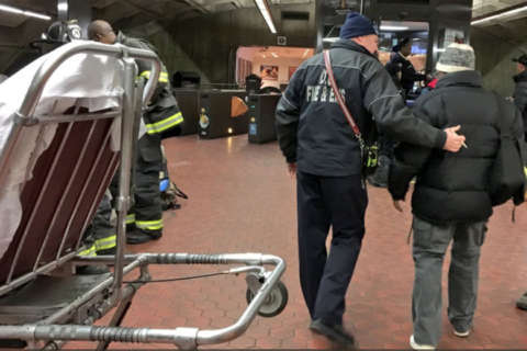 Red Line train derails near Metro Center