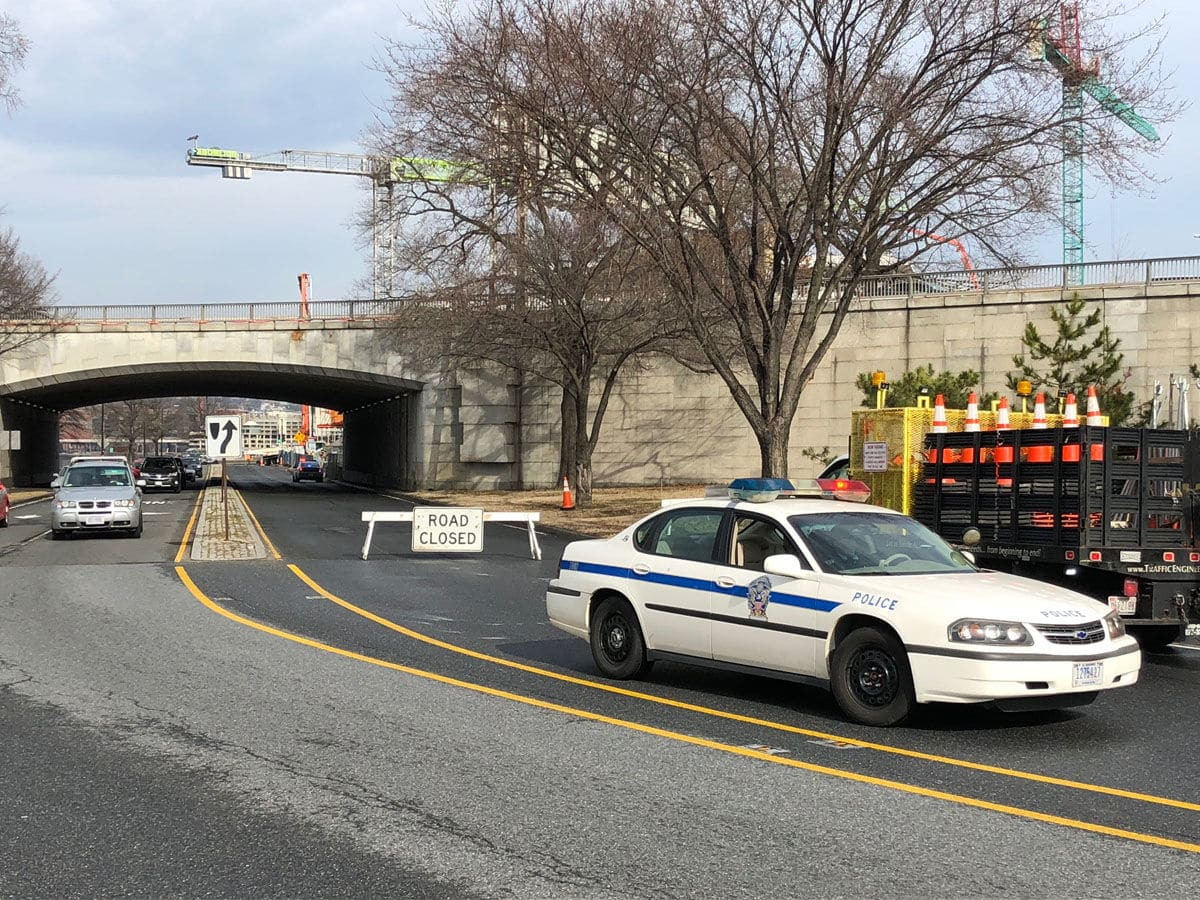 During the closure, northbound traffic is being diverted onto the Interstate 66 Potomac Freeway. (WTOP/John Aaron)