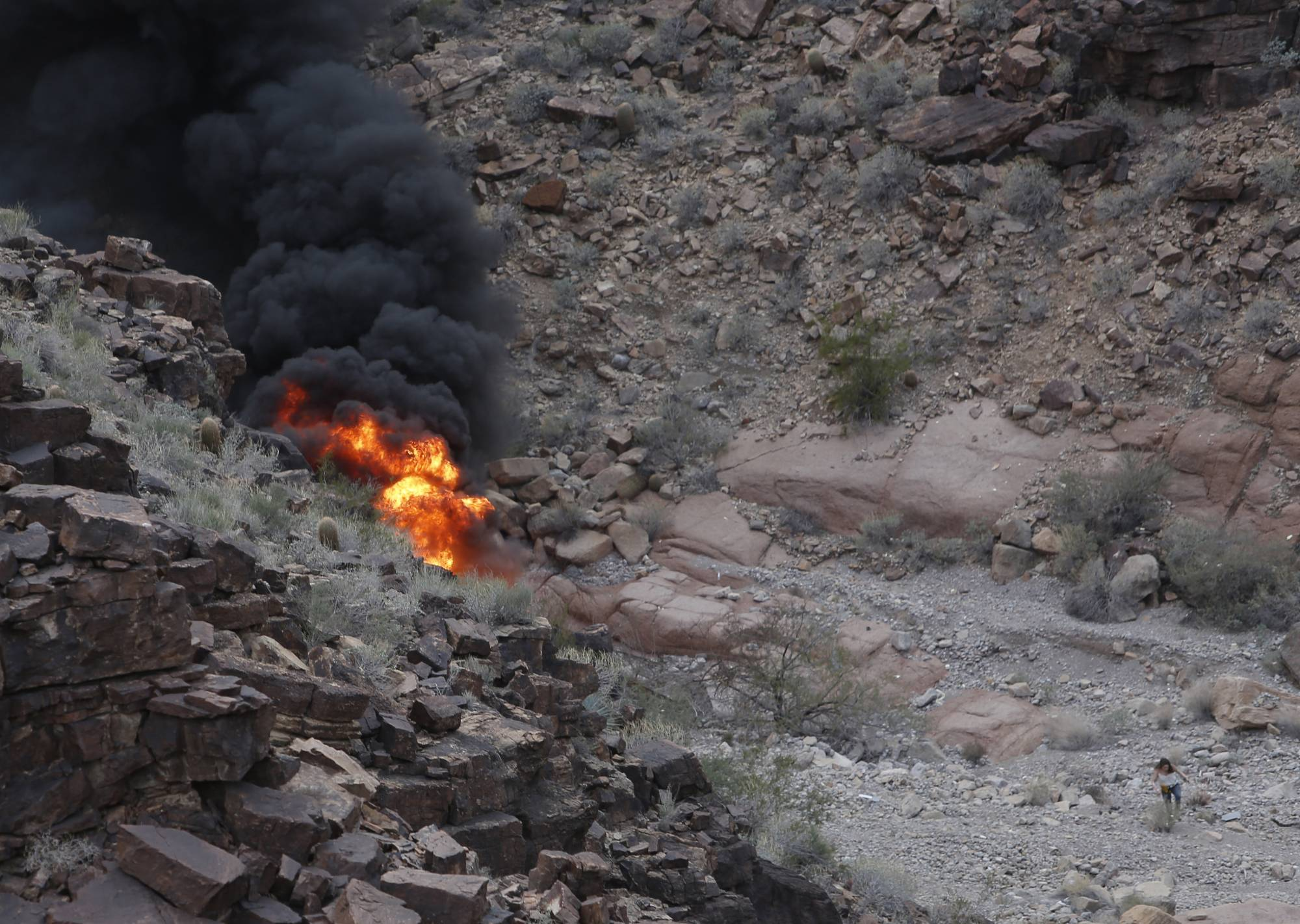3 dead, 4 injured in Grand Canyon helicopter crash, police say