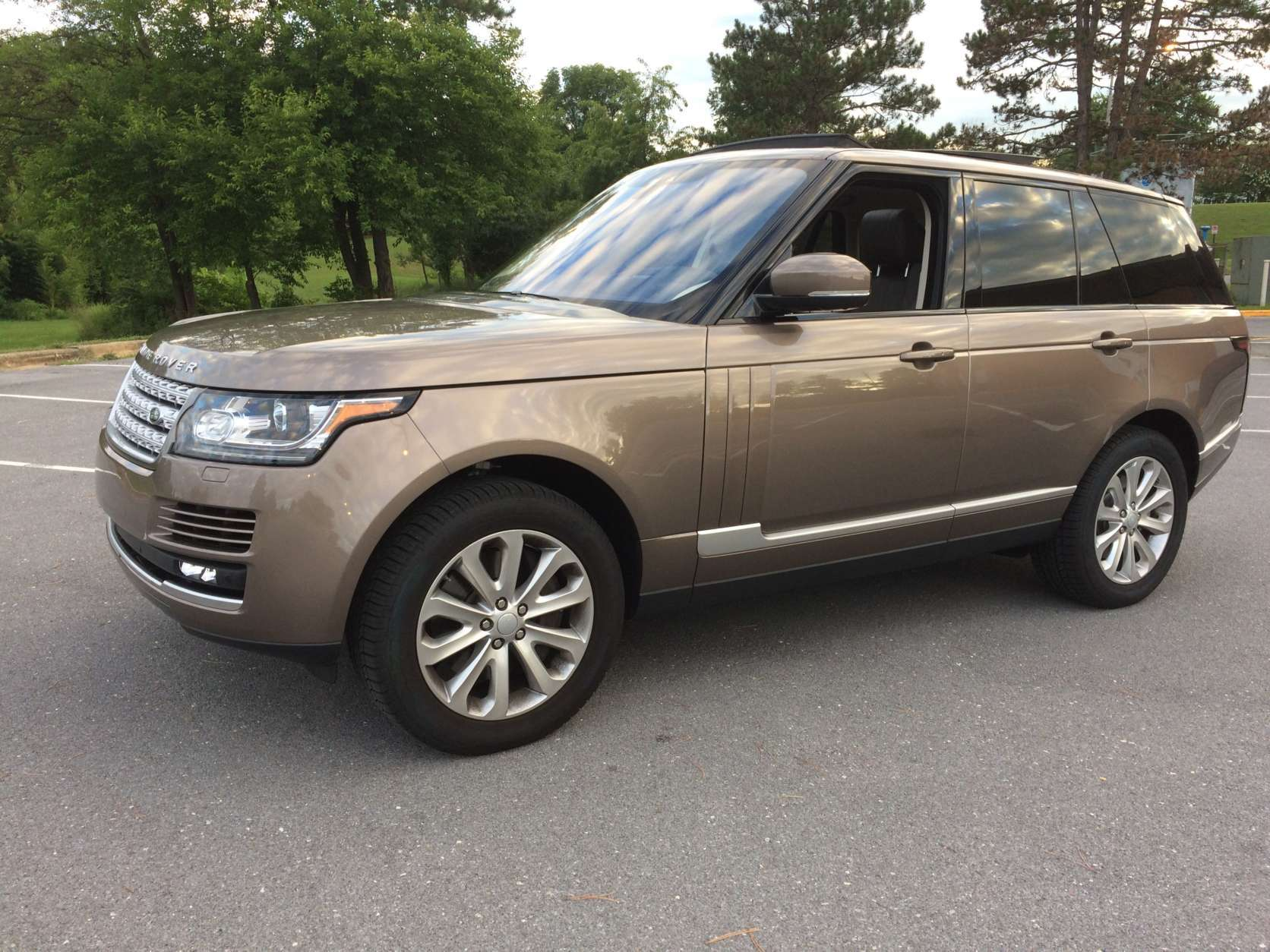 Car guy Mike Parris said that the Range Rover HSE is a Range Rover you can enjoy at less than six figures with all the luxury you expect. (WTOP/Mike Parris)