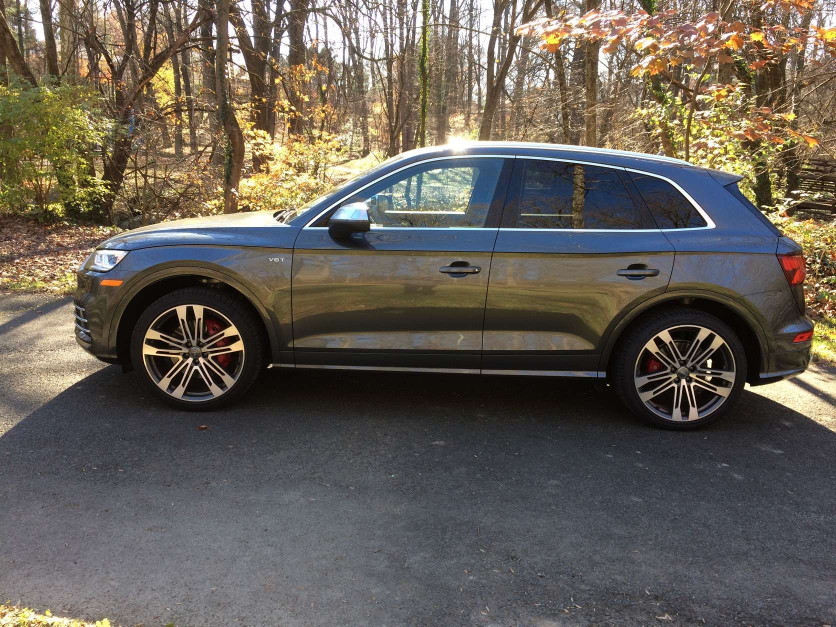 The large 20-inch wheels (and the 21-inch wheels on the tester) on the SQ5 look aggressive and fill the wheel wells. (WTOP/Mike Parris)
