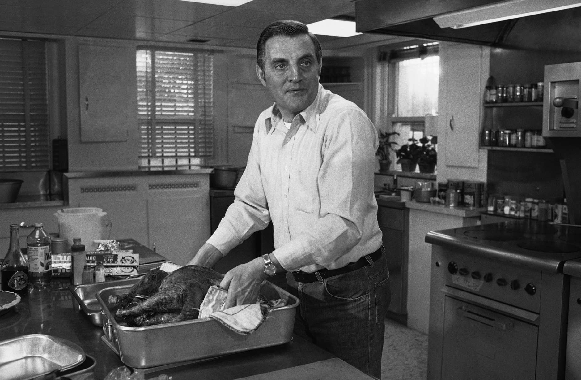 """U.S. Vice President Walter Mondale lifts his Thanks Giving turkey from the broiler, Thursday, Nov.11, 1977 in the kitchen of his Washington residence. """"Every Thanksgiving,"""" Mondale stated, """"I make the turkey and let my wife sleep."""" (AP Photo)"""