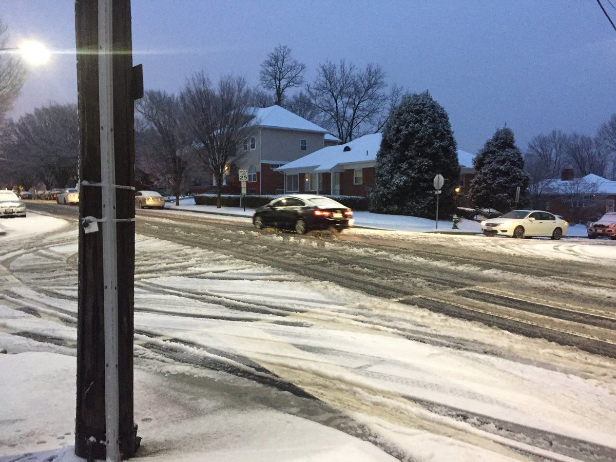 WTOP's Patrick Roth captured the slushy roads in D.C. on Saturday evening. (WTOP/Patrick Roth)