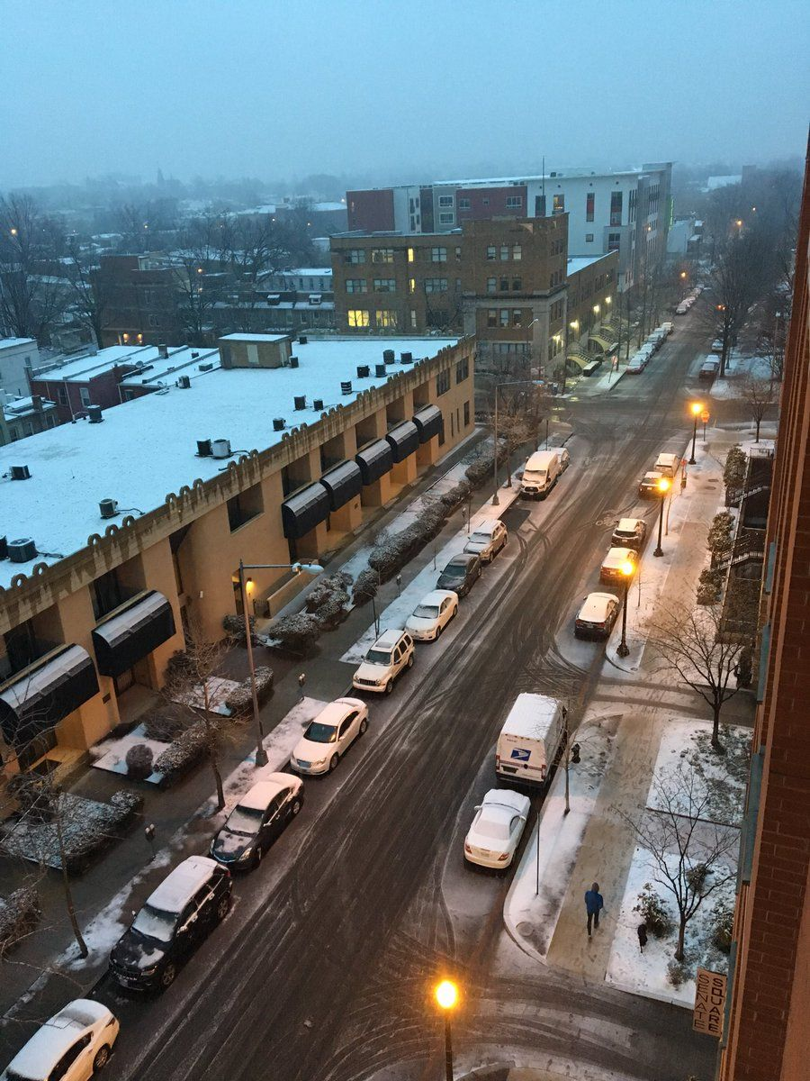 A view of Saturday's snowfall in Northeast D.C. (WTOP/Sarah Beth Hensley)