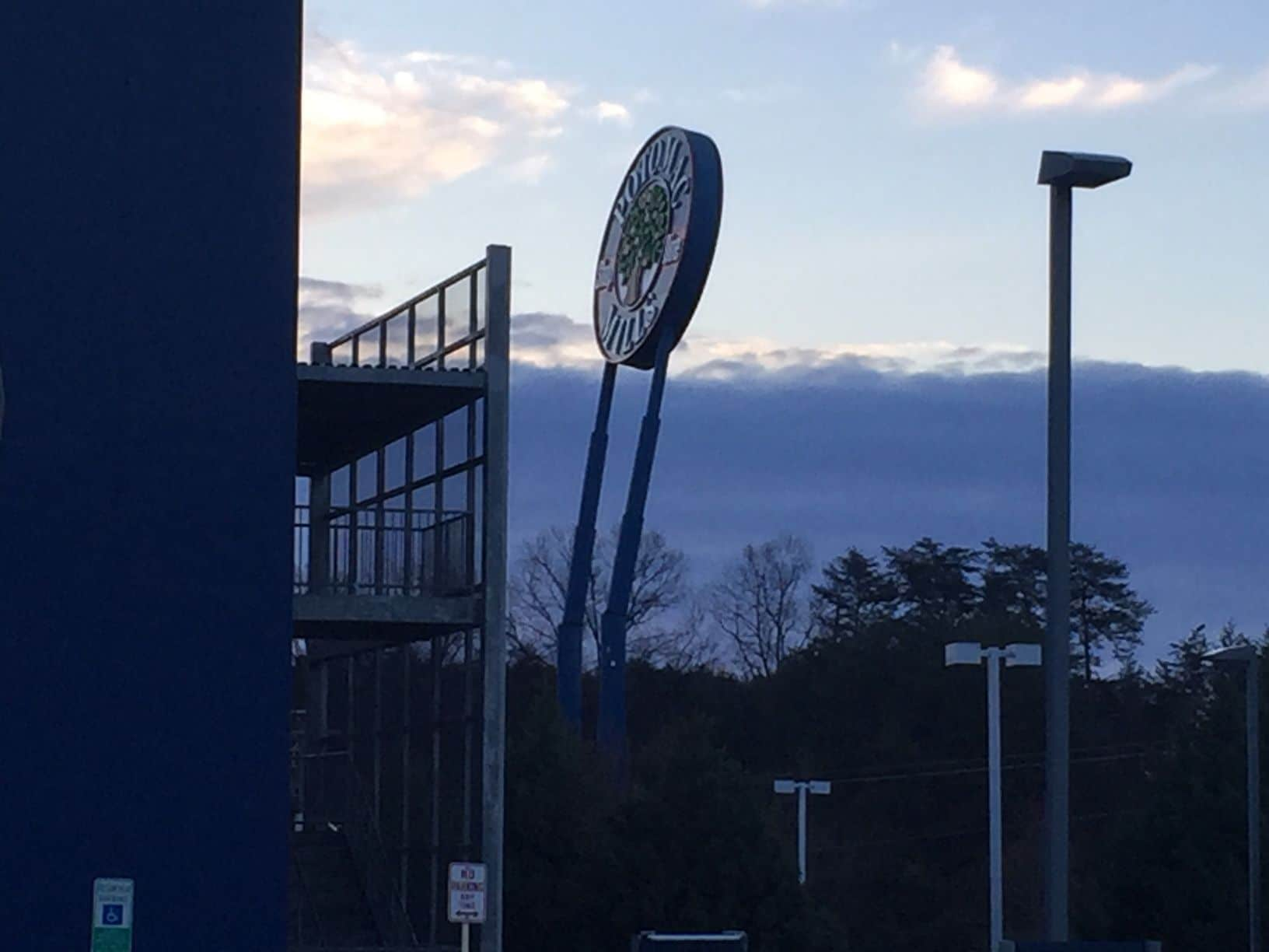 Powerful winds have caused the sign for Potomac Mills to lean dangerously. (WTOP/John Domen)
