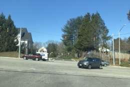 Downed tree in Burke, Virginia on Burke Lake Road. (Courtesy Twitter/Caroline J.)