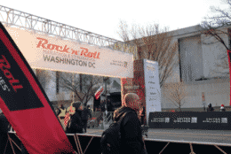 Onlookers watch the 2018 Rock 'n' Roll Marathon. (WTOP/Melissa Howell)