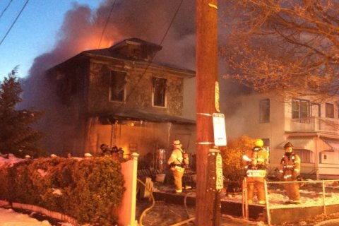 2 dead in Mt. Rainier house fire