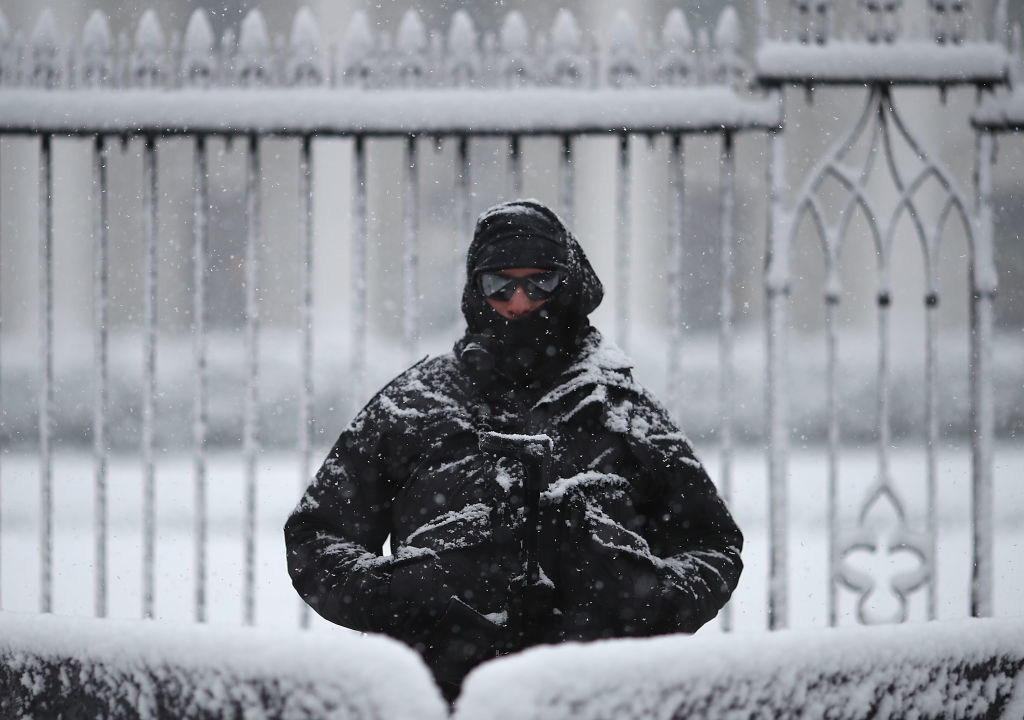 WASHINGTON, DC - MARCH 21: Snow falls as a member of the U.S. Secret Service stands guard in front of the White House on March 21, 2018 in Washington, DC. The East Coast is experiencing a fourth nor'easter in recent weeks. (Photo by Mark Wilson/Getty Images)