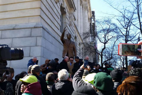 Marion Barry honored with bronze statue on Pennsylvania Avenue