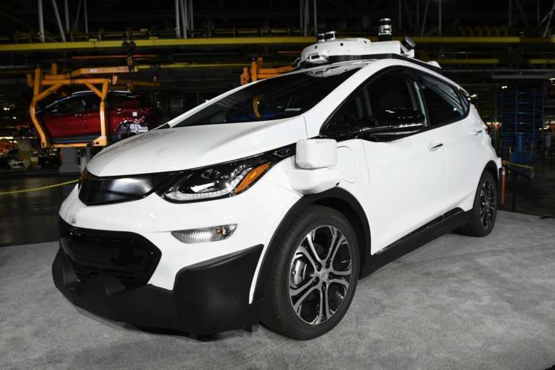 Self driving cars benefits risks and where they stand now wtop file in this tuesday june 13 2017 file photo a self driving chevrolet bolt ev that is in general motors cos autonomous vehicle development program solutioingenieria Images