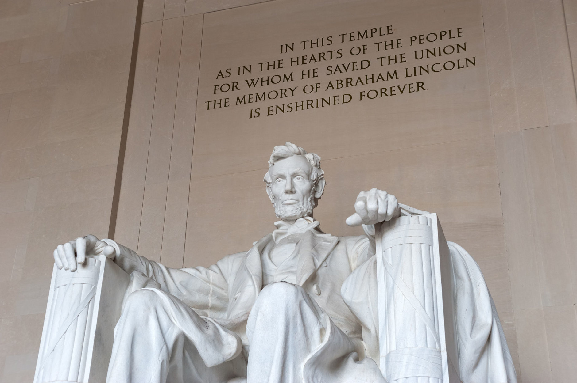 Abraham Lincoln Memorial in Washington D.C. is one of the most famous tourist sites. (Thinkstock)