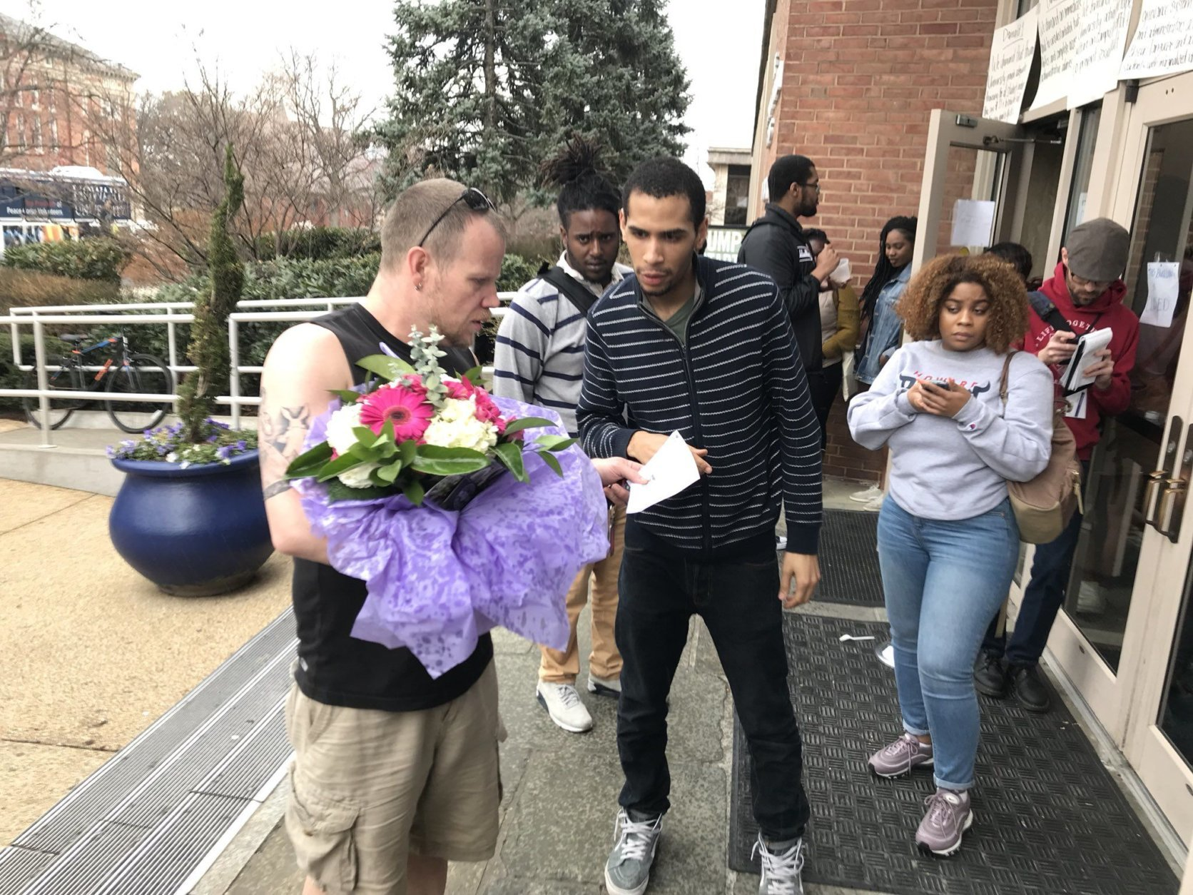 Groceries, pizza and even flowers have been delivered to the Howard University administration building. In addition, alumni have been stopping by to talk to protesters and offer their encouragement. (WTOP/Michelle Basch)