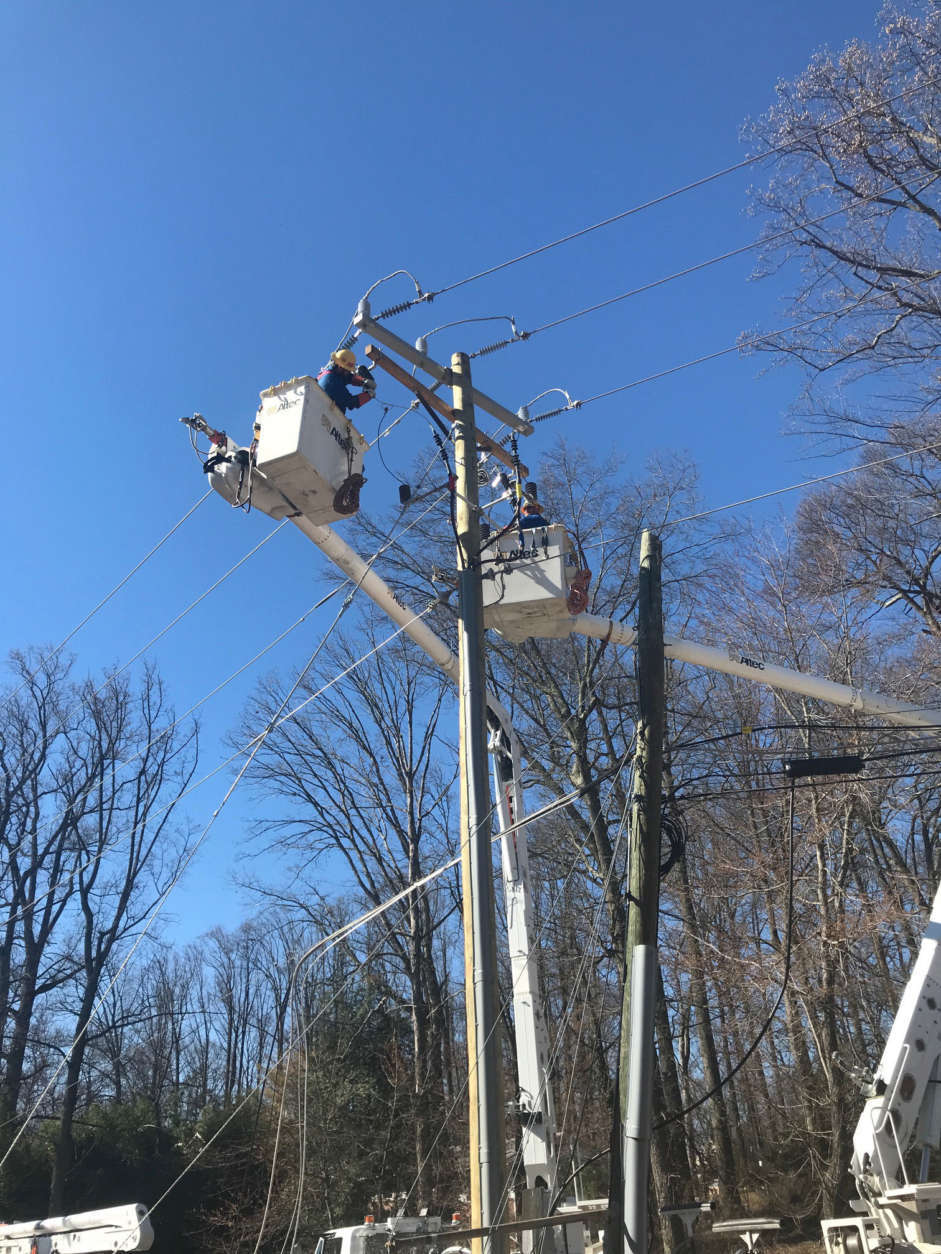 A Dominion Energy crew works on restoring power on Utterback Store Road near Virginia Route 7 in the Great Falls/Herndon area. (WTOP/Kyle Cooper)
