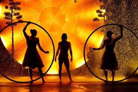 'Luzia' by Cirque du Soleil melds surreal imagery with daring acrobatics