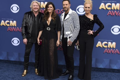 Country acts honor victims not in songs, but with words