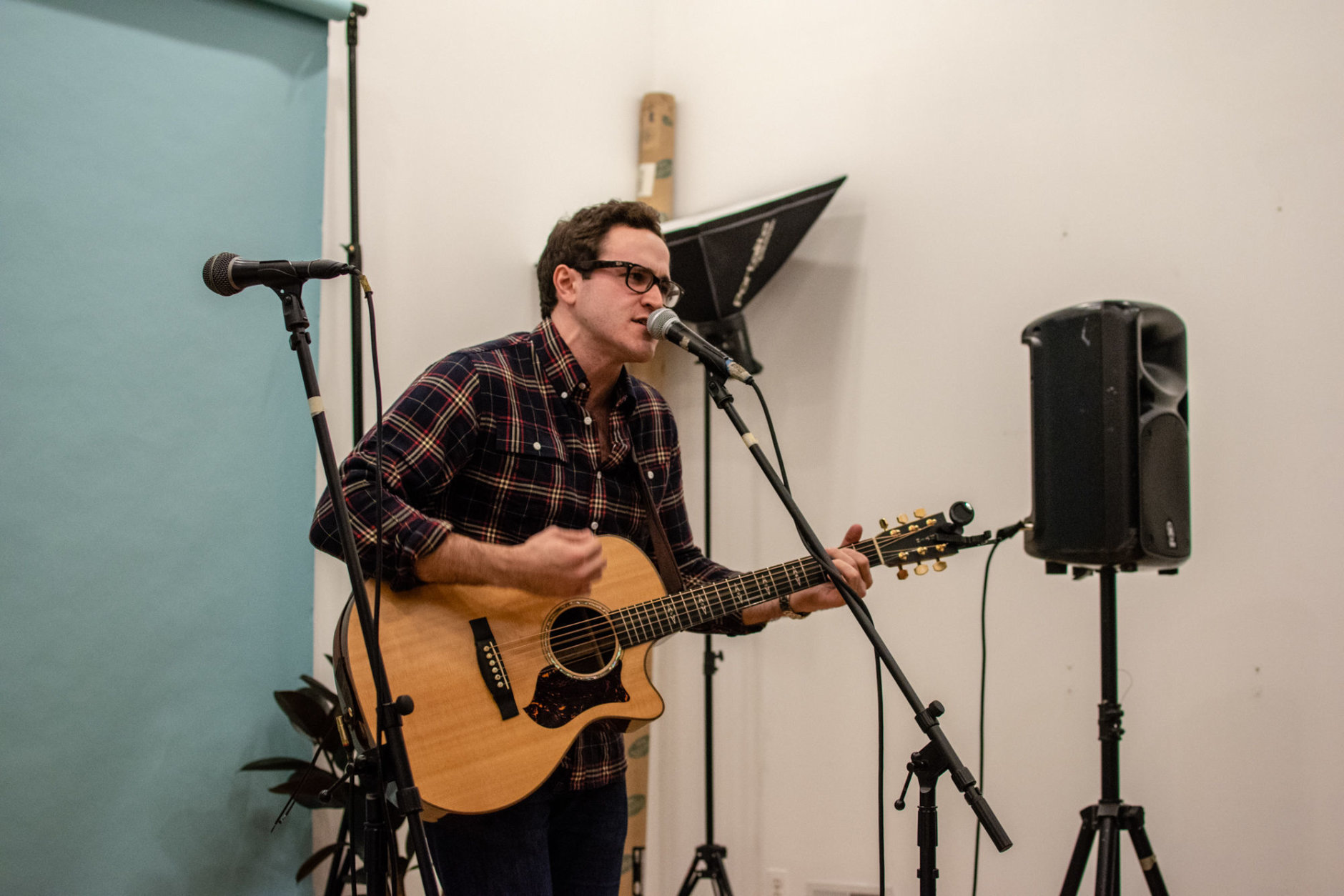New York-based singer/songwriter Stephen Babcock performs at a D.C. Sofar Sounds concert inside the retail shop Hugh & Crye. (Photo credit Marcelo Perelmuter)