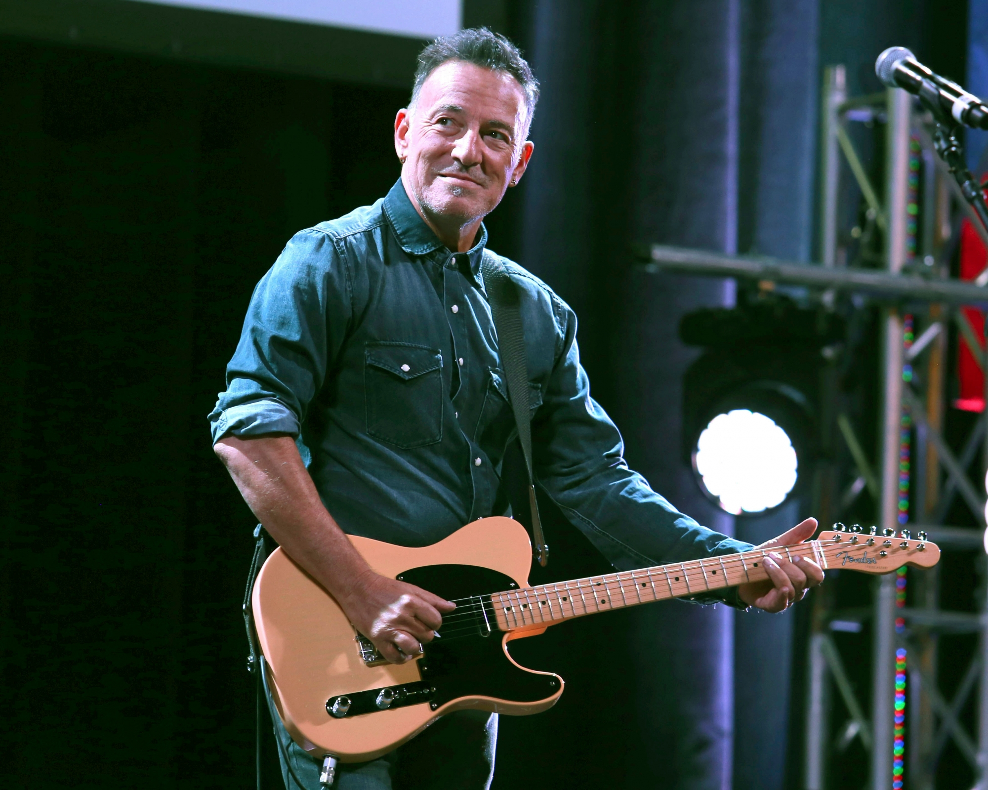 Springsteen 'Born to Run' manuscript heads to summer auction