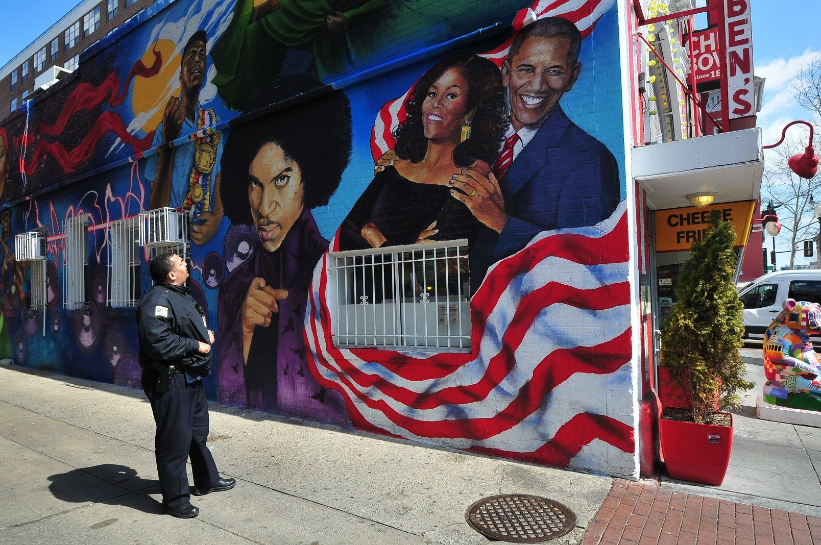 A D.C. Police officer admires the mural outside of Ben's Chili Bowl during a training tour of the U Street corridor. (Courtesy DC Police)