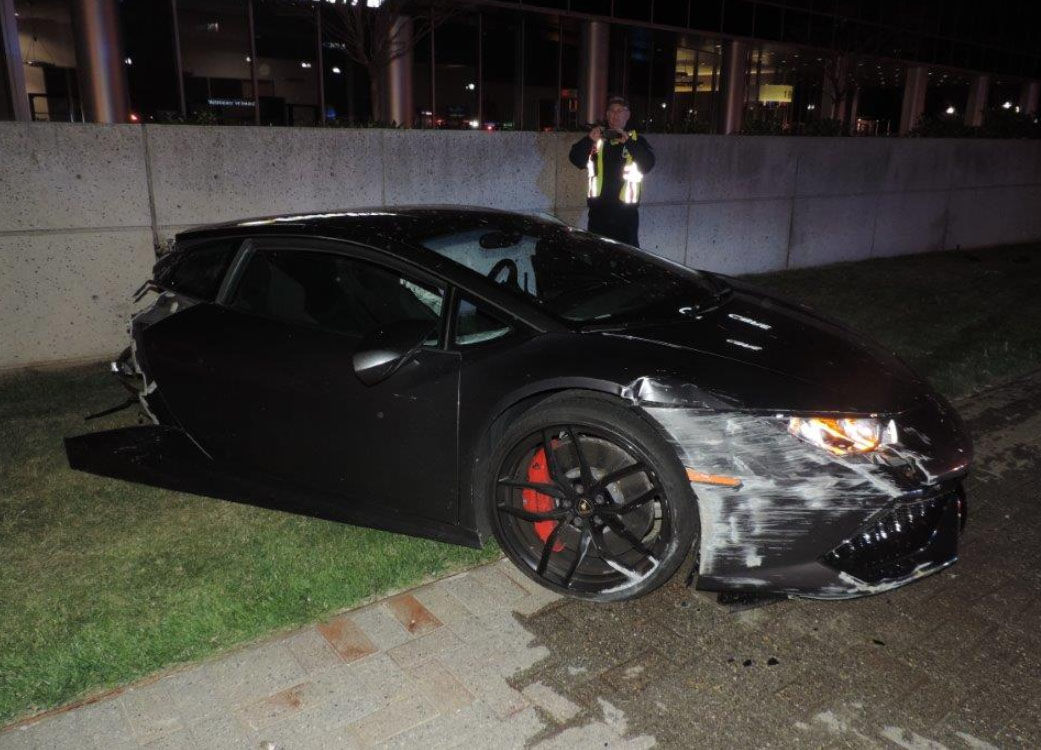 Officials Lamborghini Split In 2 In Crash With Light Pole Wtop