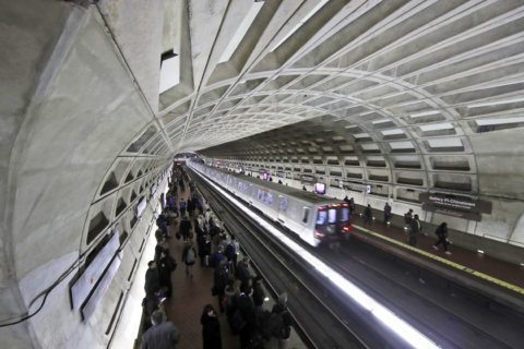 Metro Board to vote on continued hours cuts
