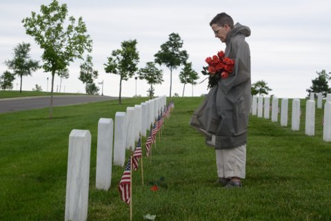 Flowers, volunteers return to Arlington for Memorial Day weekend tradition