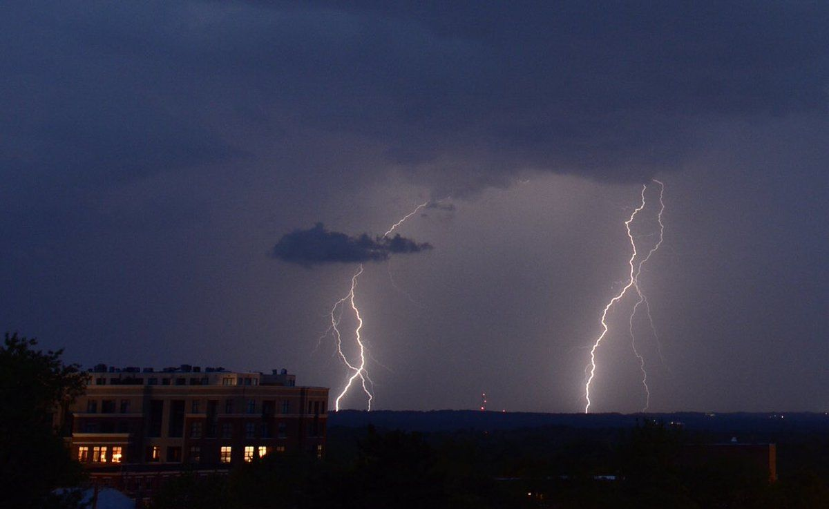 Distant lightning closing in on the D.C. area. (WTOP/Dave Dildine)