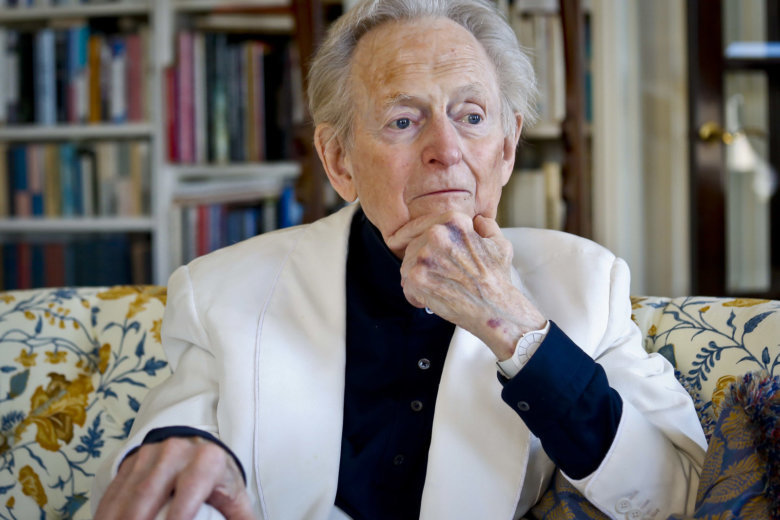 Bonfire of Vanities author Tom Wolfe dies aged 87
