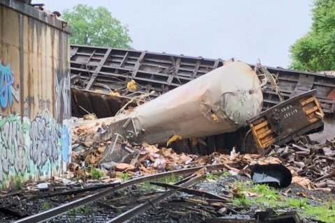 VRE, Amtrak to operate full service Monday morning, as derailment cleanup continues