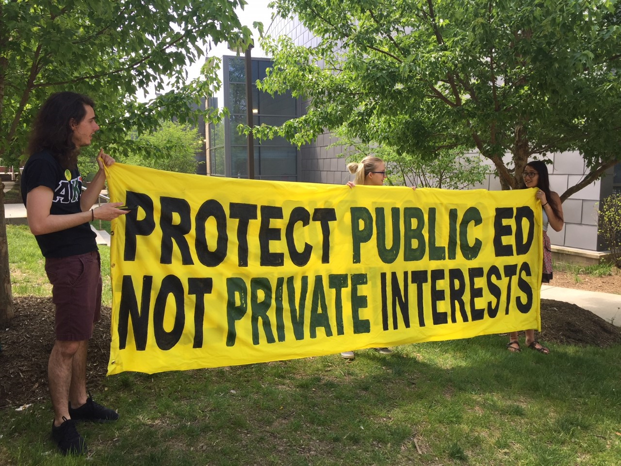 Students and faculty at George Mason University want leaders to take action in response to recent revelations that problematic gift agreements were made with big money donors. (WTOP/Kristi King)