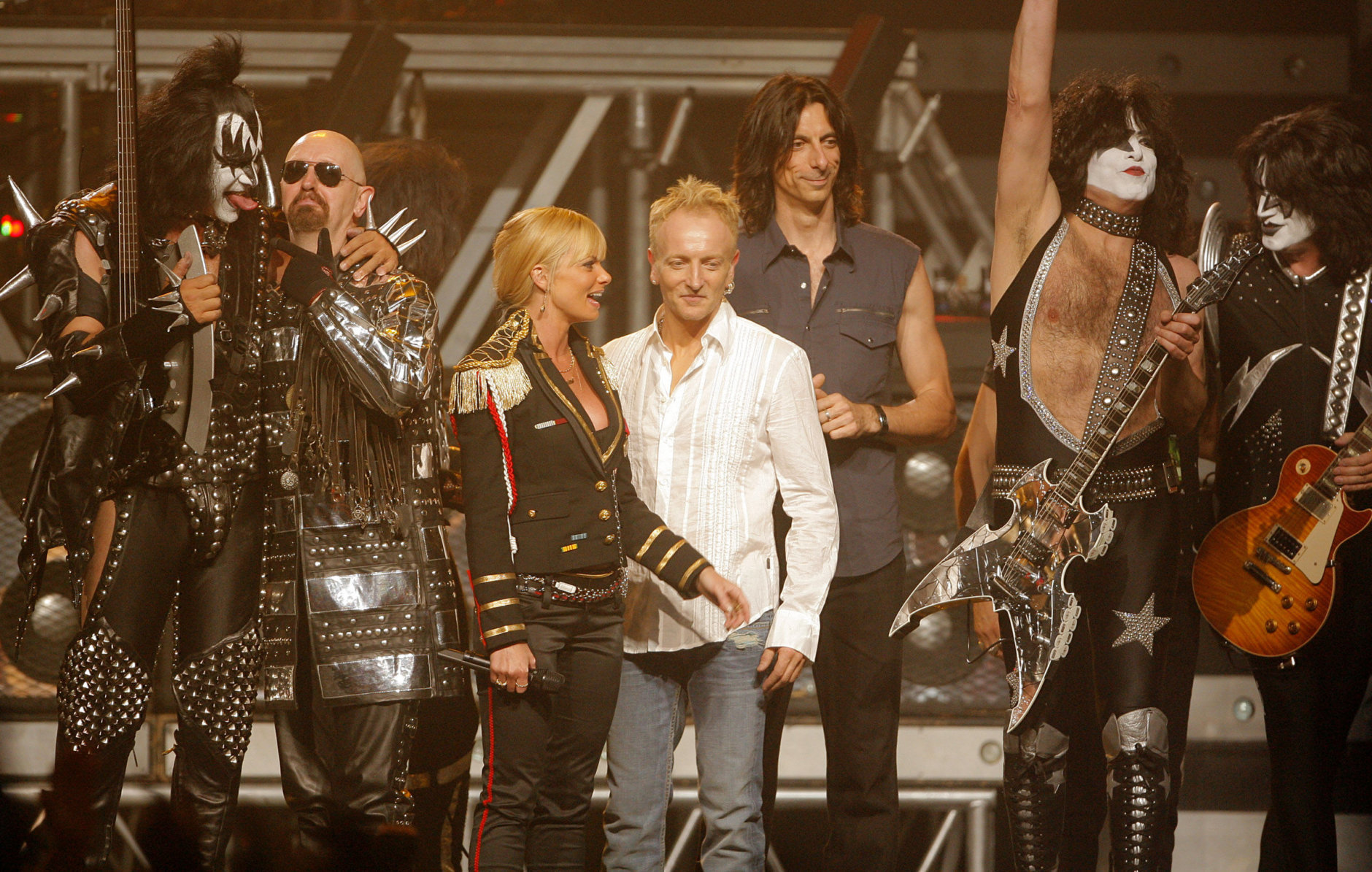 Q&A: Def Leppard guitarist ready to pour some sugar on Jiffy