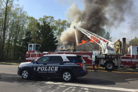Fire at Fairfax Co. bank fills sky with thick smoke