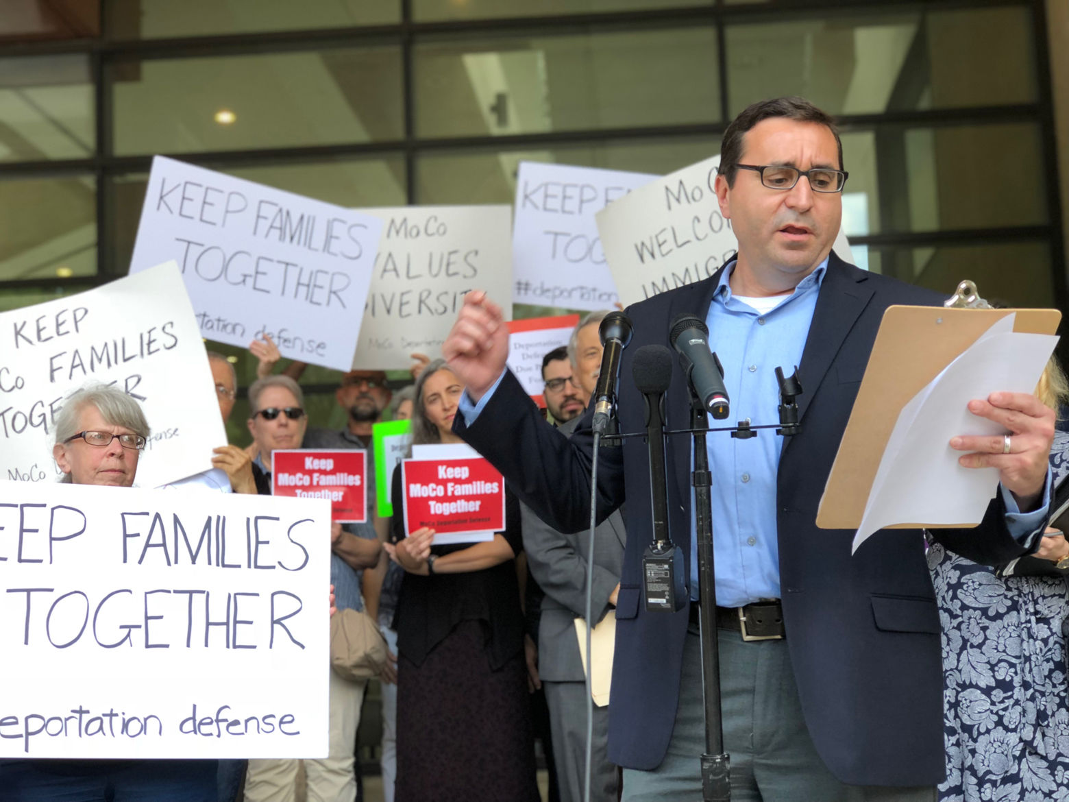 George Escobar of CASA of Maryland speaks at Monday's protest outside Montgomery County's courthouse.(WTOP/Kate Ryan)