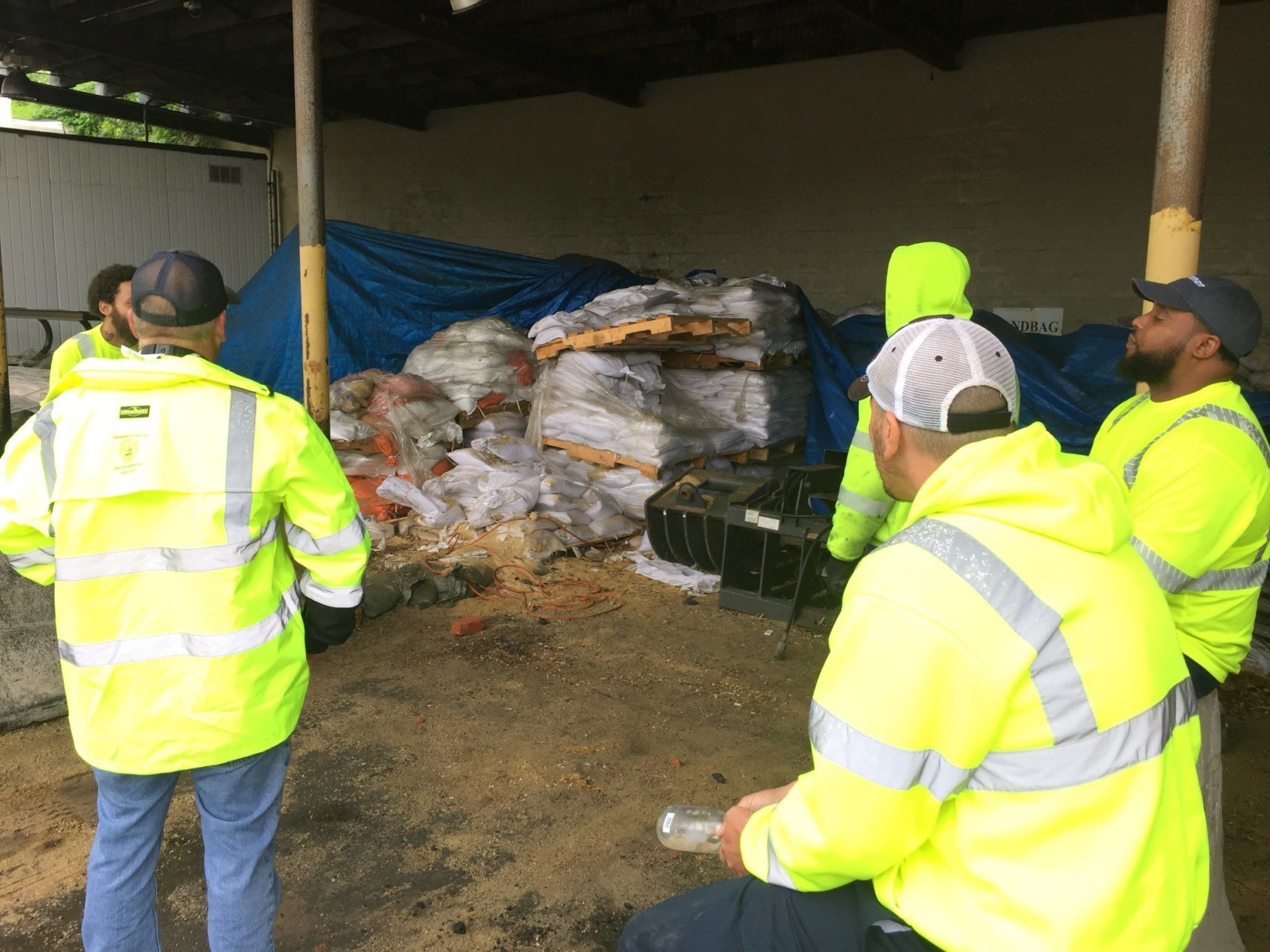 Free sandbags from the city of Alexandria are ready to load at 133 S. Quaker Lane. (WTOP/Kristi King)