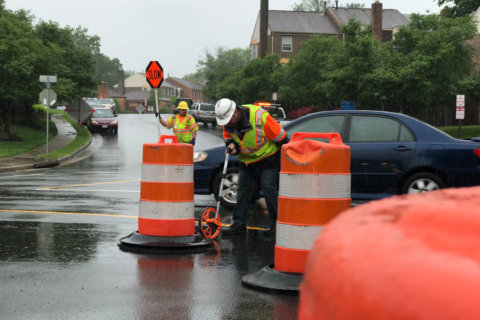 VDOT tests new 'mini' roundabout in Annandale