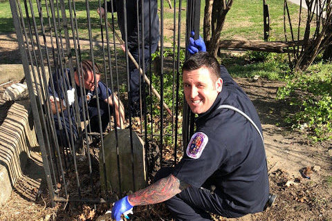 Firefighters help clean DC boundary stone area after WTOP report