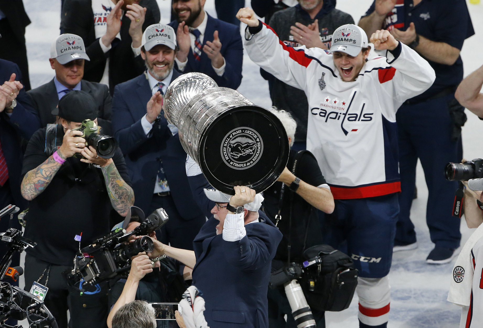 Washington Capitals head coach Barry Trotz holds up the Stanley Cup after the Capitals defeated the Vegas Golden Knights in Game 5 of the NHL hockey Stanley Cup Finals Thursday, June 7, 2018, in Las Vegas. (AP Photo/Ross D. Franklin)